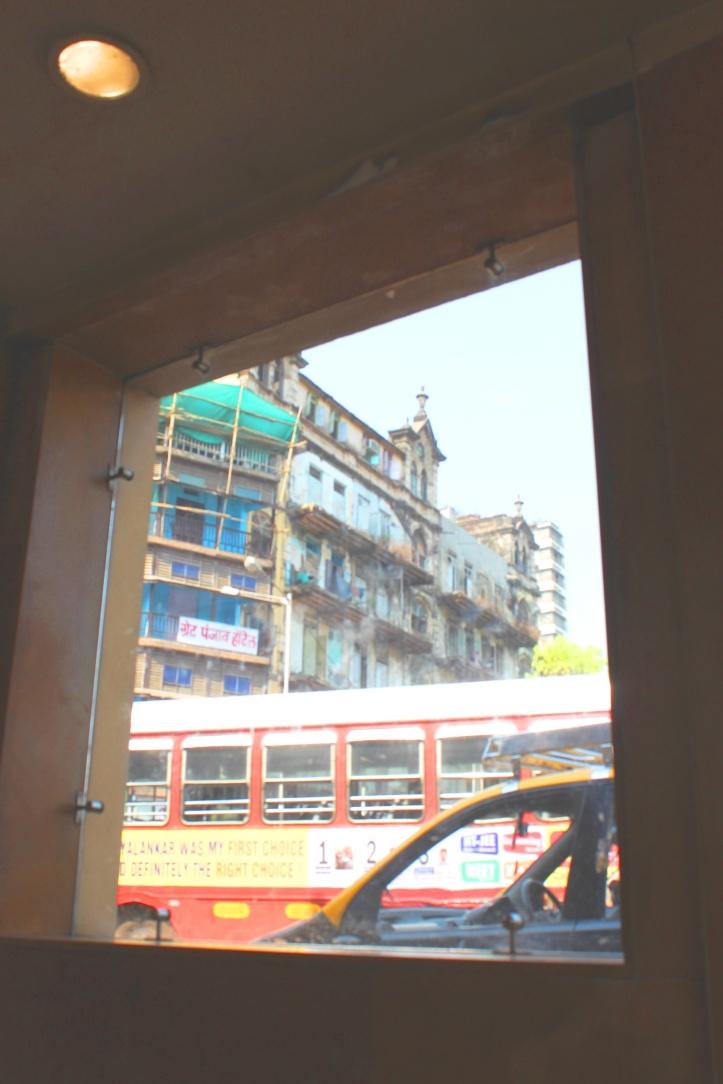 A pedestrian subway in South Mumbai - Photograph in mirandavoice.com