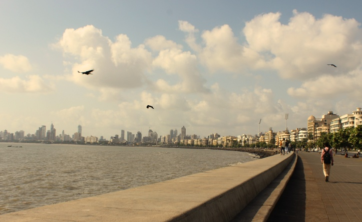 The Marine Drive Boulevardalong the coast in Mumbai - Photograph in mirandavoice.com